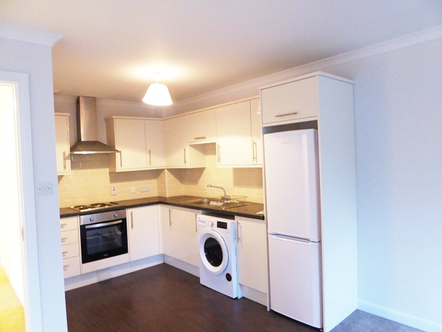 CREAM HIGH GLOSS KITCHEN AND WHITE GOODS