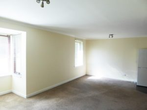 SPACIOUS LOUNGE / DINING ROOM WITH KITCHEN OFF